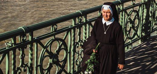 Nonne. Foto af Maria Teneva / Unsplash