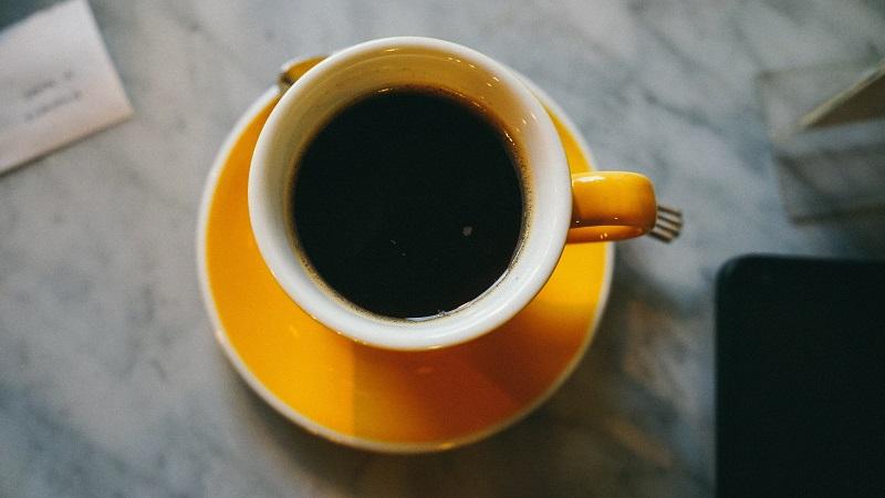 Billede af kaffe - hvordan man overlever at søgemaskineoptimere bagud