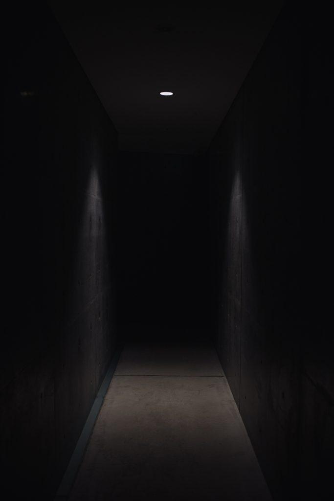 modstand og mørke